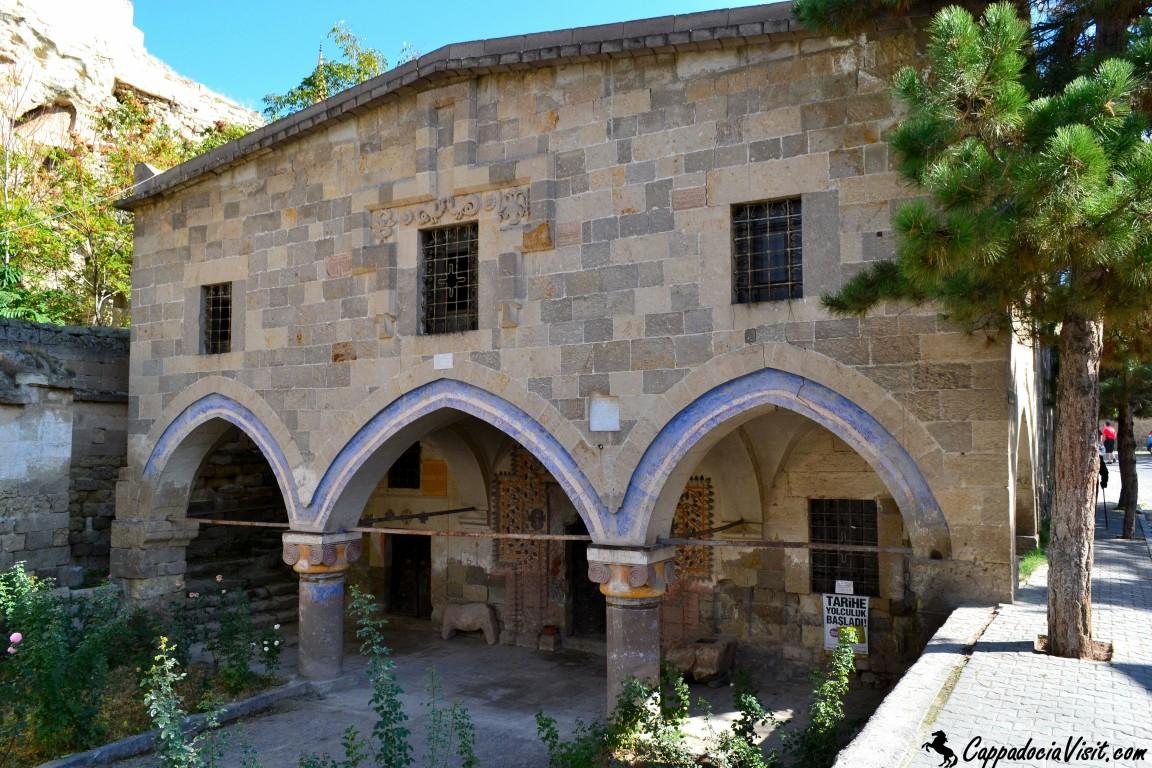 Церковь Константина и Елены построена в Османском периоде (в 1729 году) в городке Мустафапаша