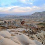 Одинокий шар в просторах Каппадокии