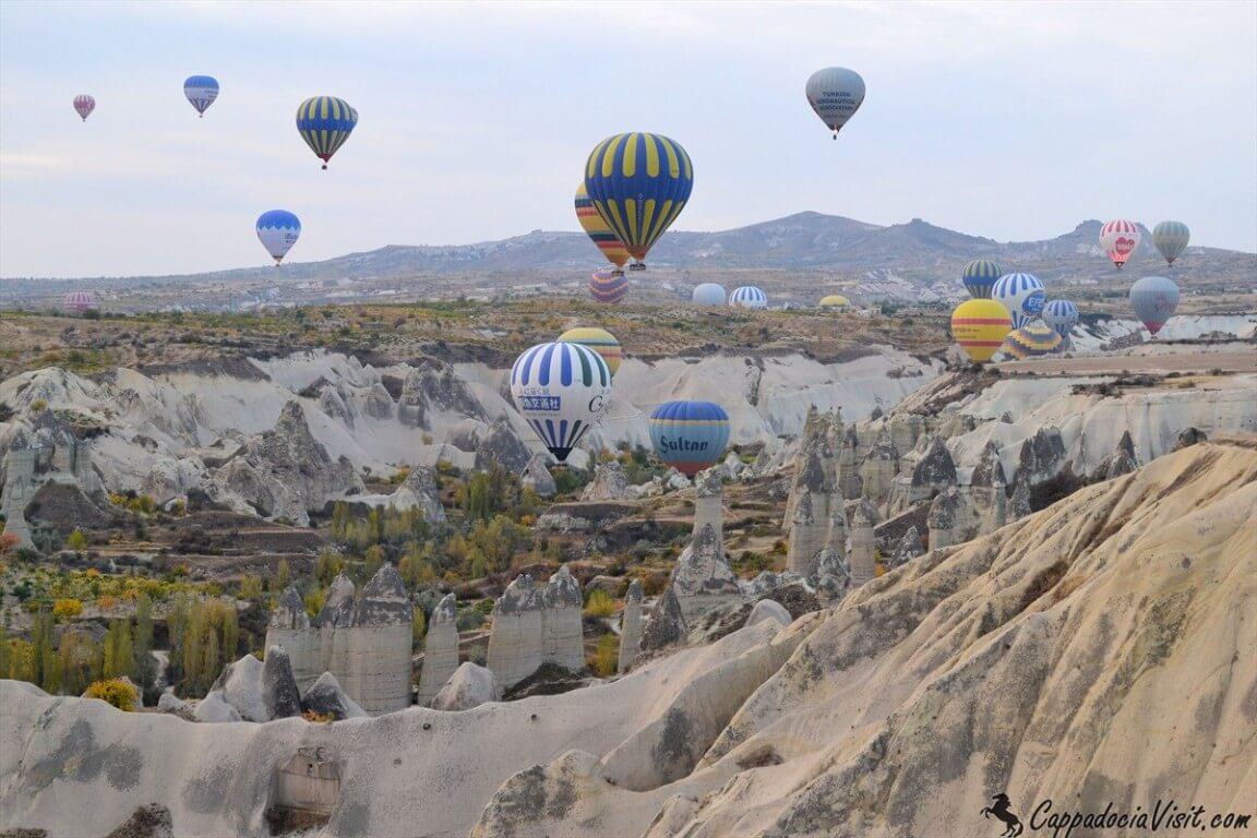 Осеннее небо Каппадокии украсили десятки воздушных шаров