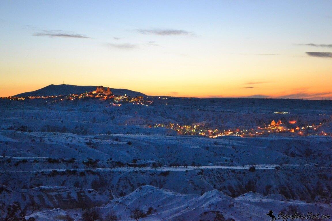 Гёреме и Учхисар на фоне зимнего заката
