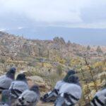 Голуби мерзнут возле Учхисара