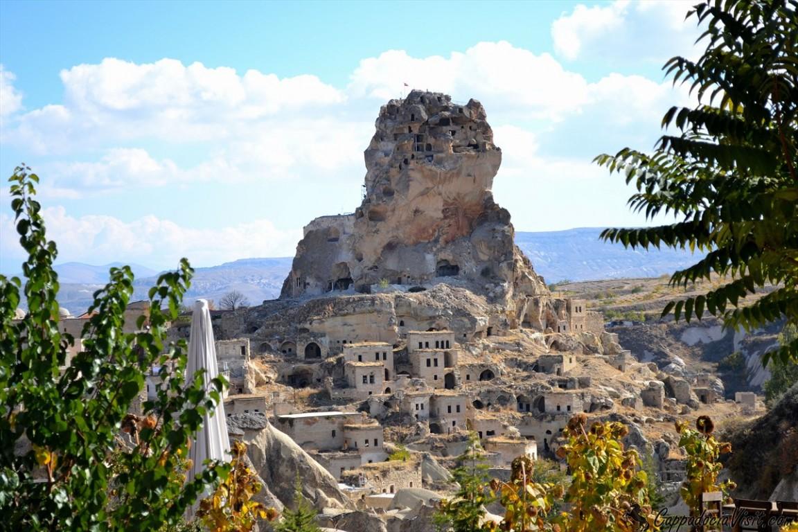 Крепость Ортахисар и старые дома