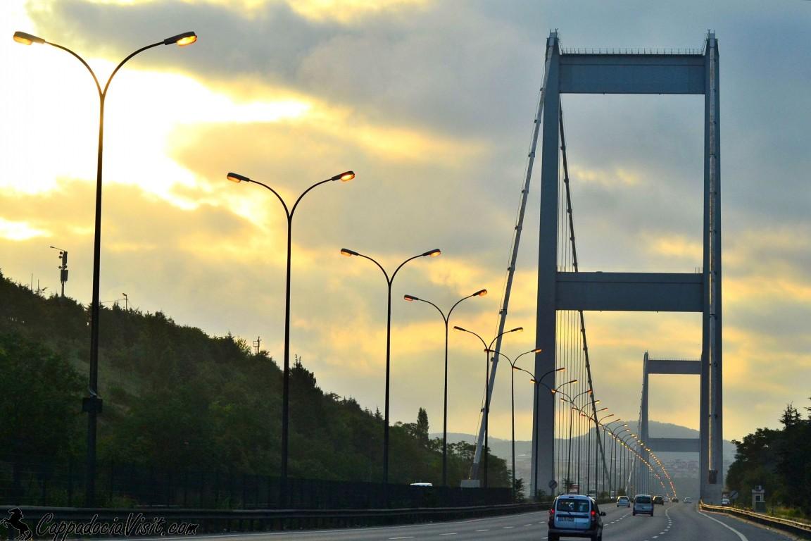 Мост Султана Мехмеда Фатиха — второй висячий мост через Босфорский пролив