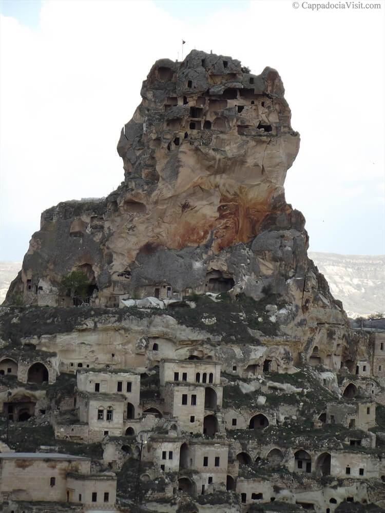 Старые дома возле крепости Ортахисар