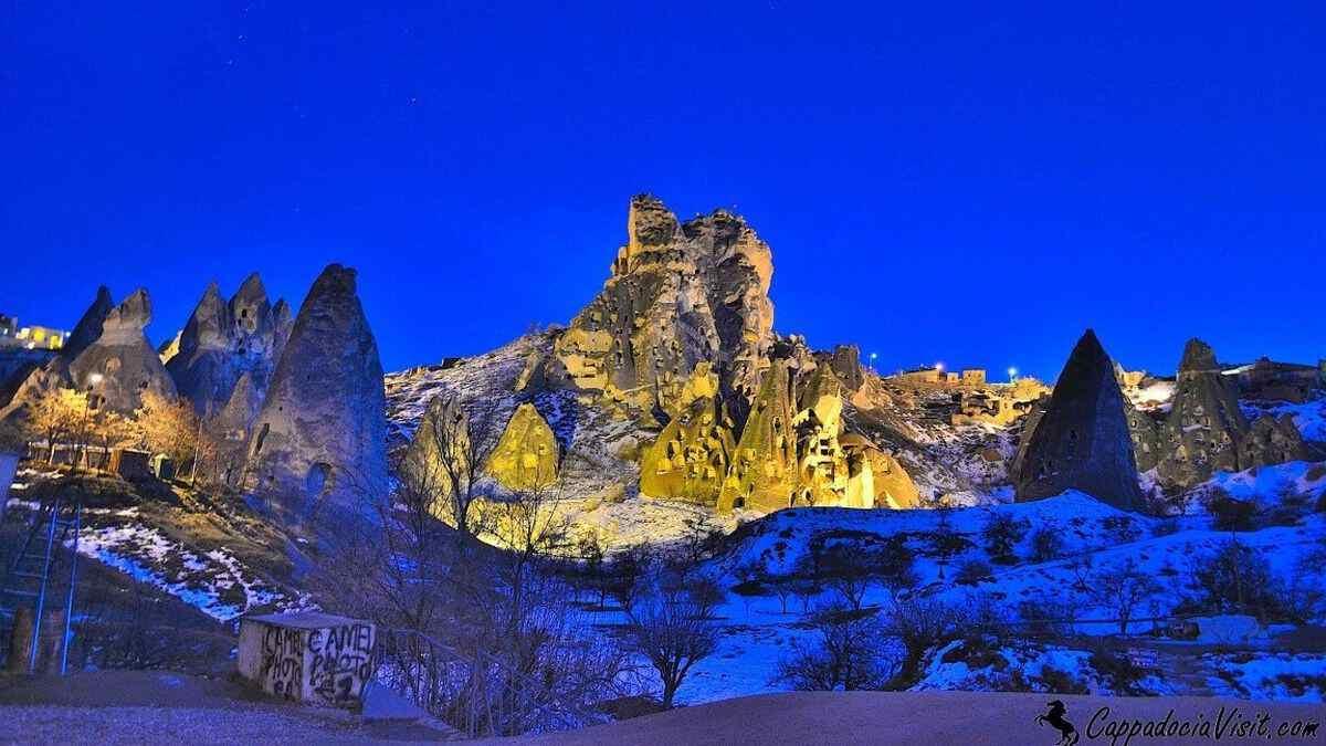 Крепость Учхисар после заката