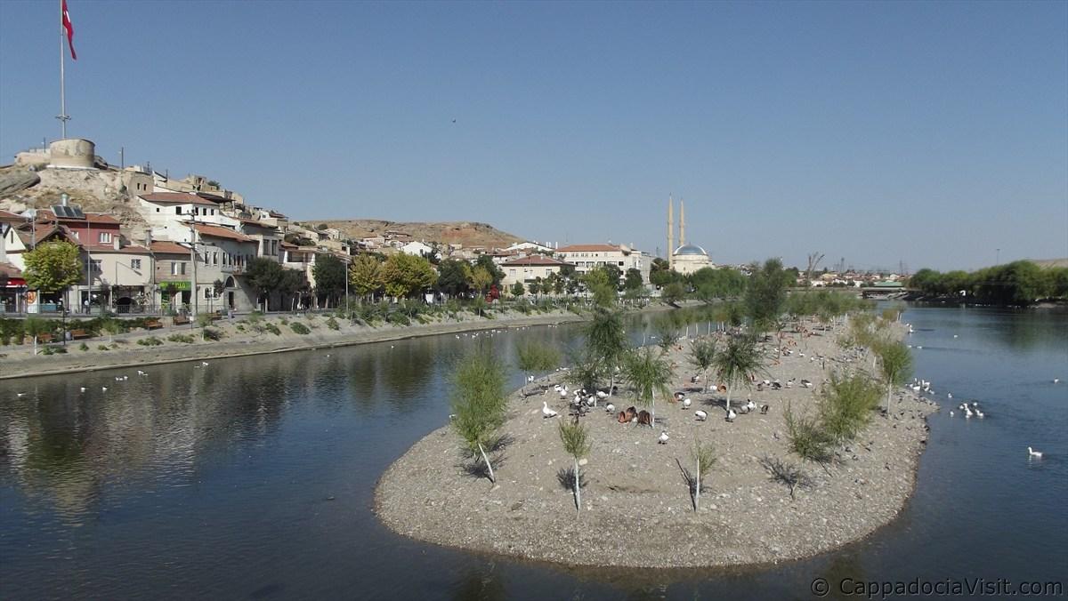 Маленький островок на реке Кызылырмак