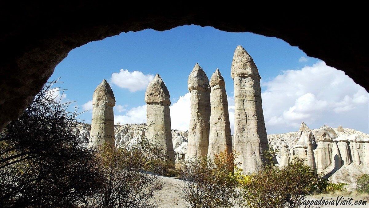 """Вид на """"дымоходы"""" из пещеры"""