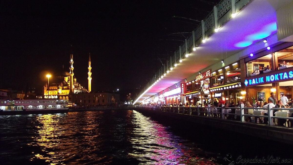 Галатский мост и Новая мечеть ночью