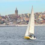 Парусная яхта на Босфоре