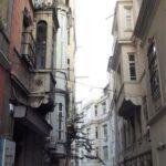 Узкая улочка недалеко от башни Галата