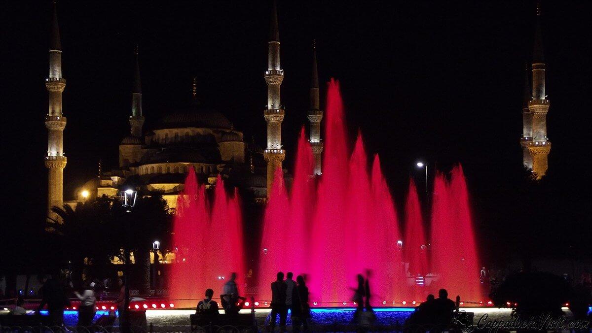 Голубая Мечеть на фоне подсвеченного фонтана