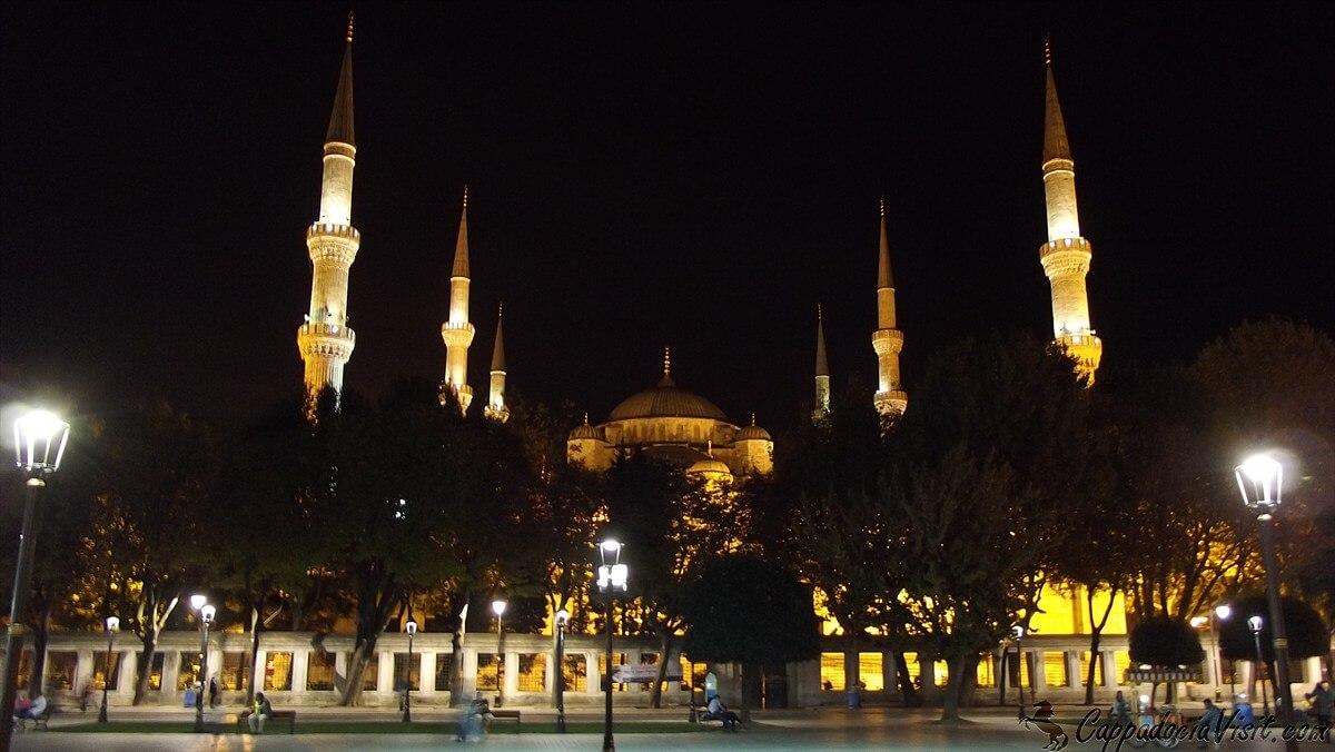 Голубая Мечеть ночью