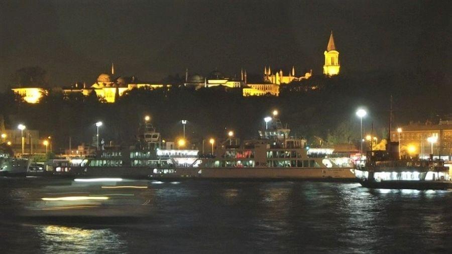 Дворец Топкапы ночью