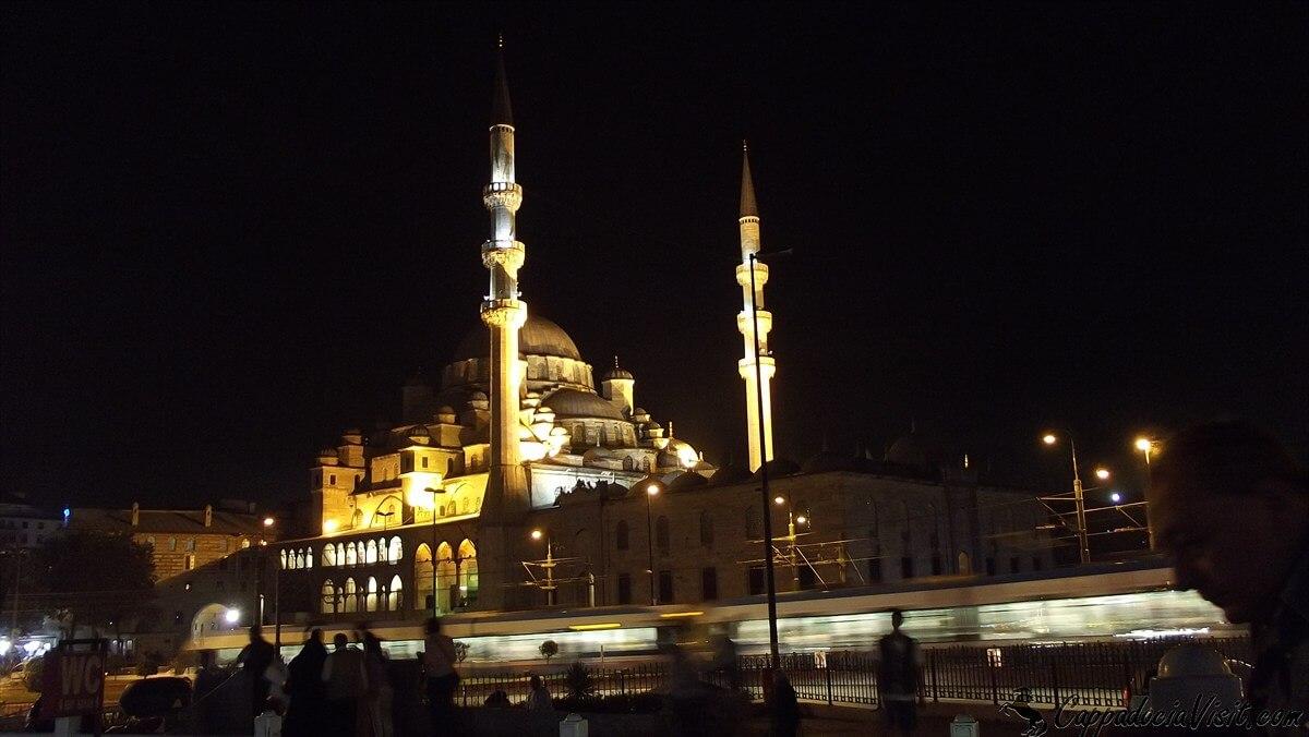 Новая мечеть (Ени Джами) ночью