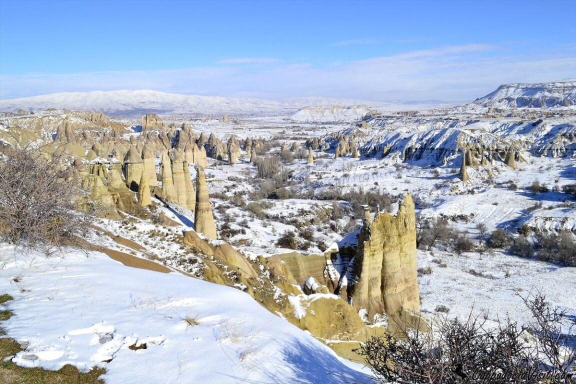 Покрытая снегом Долина любви