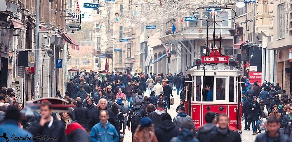 Пешеходная улица Стамбула Истикляль и фуникулер