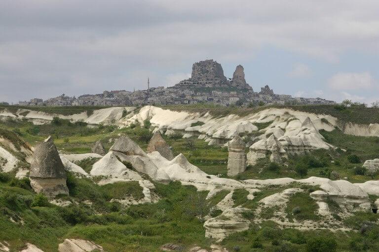 Вид на Учхисар с Долиный Любви