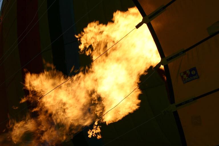 Пламя горелки воздушного шара