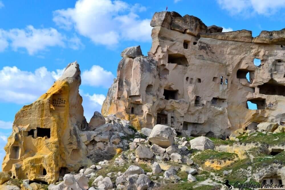 Скалы в деревни Чавушин
