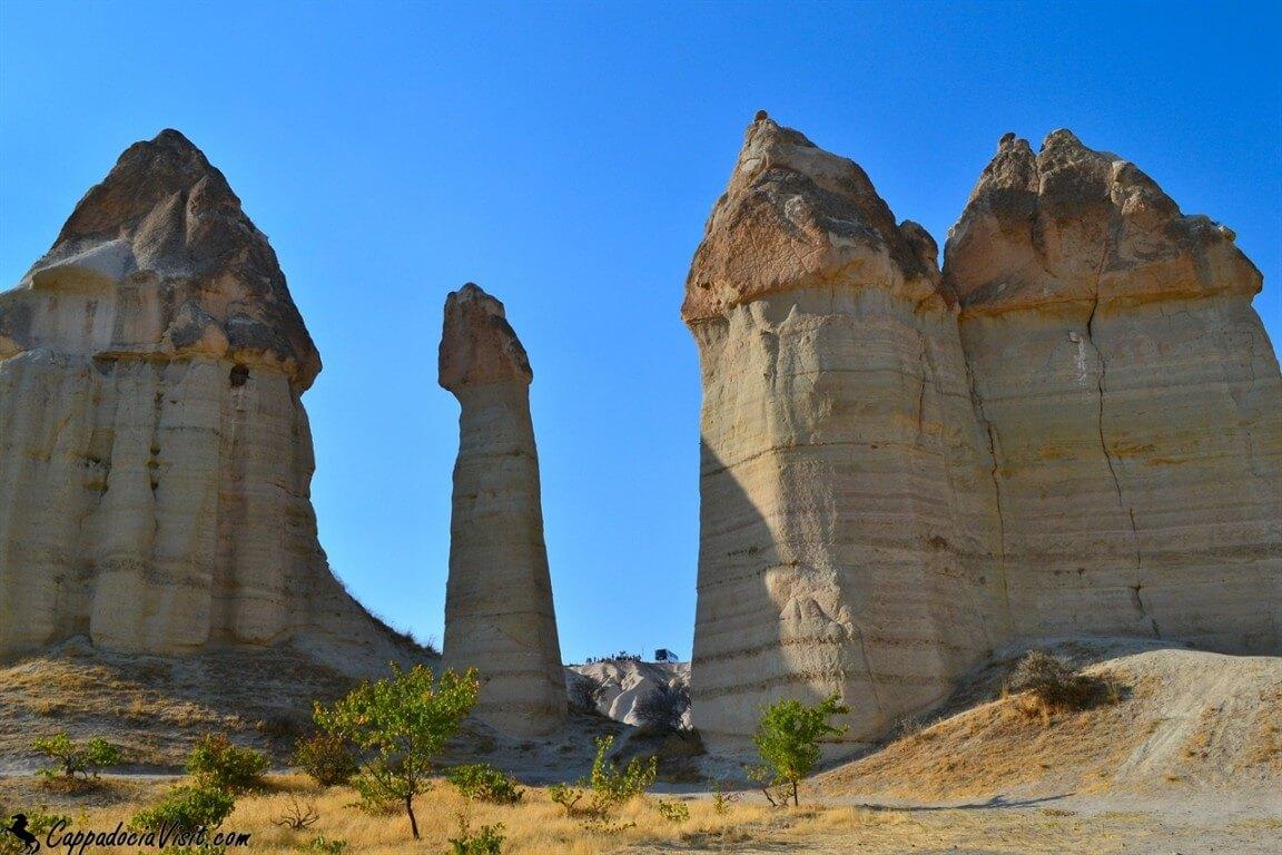 Скалы гиганты в долине