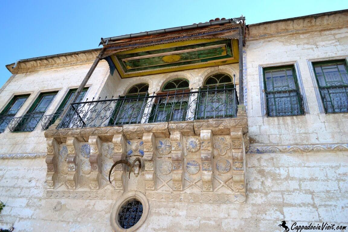 Балкончик греческого особняка