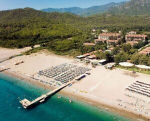 Отель на берегу моря в Турции