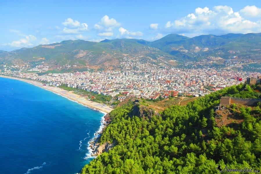 Алания: вид на город с крепости