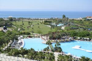 Отель Barut Lara расположен на огромной территории
