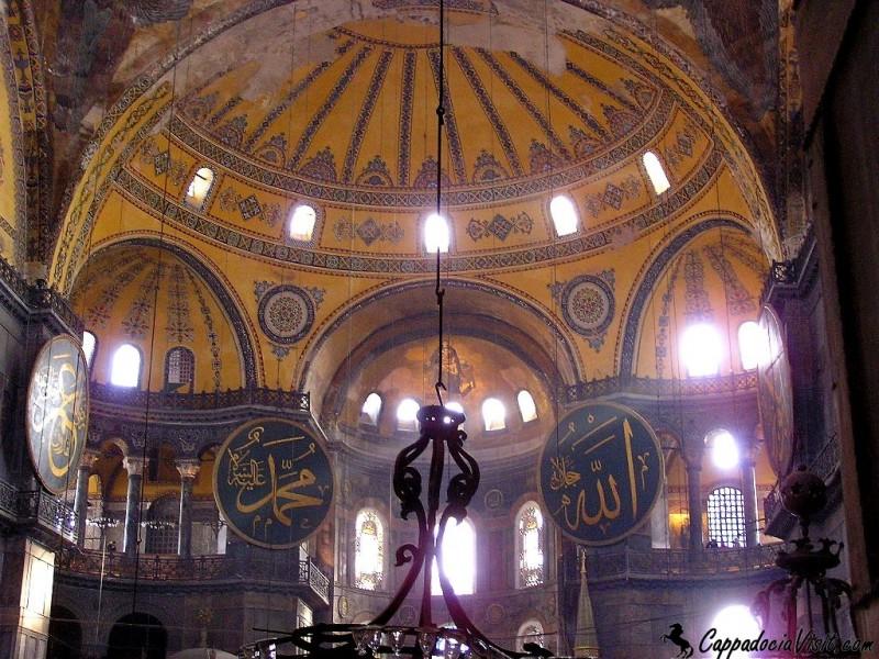 Интерьер Айя-Софии в Стамбуле