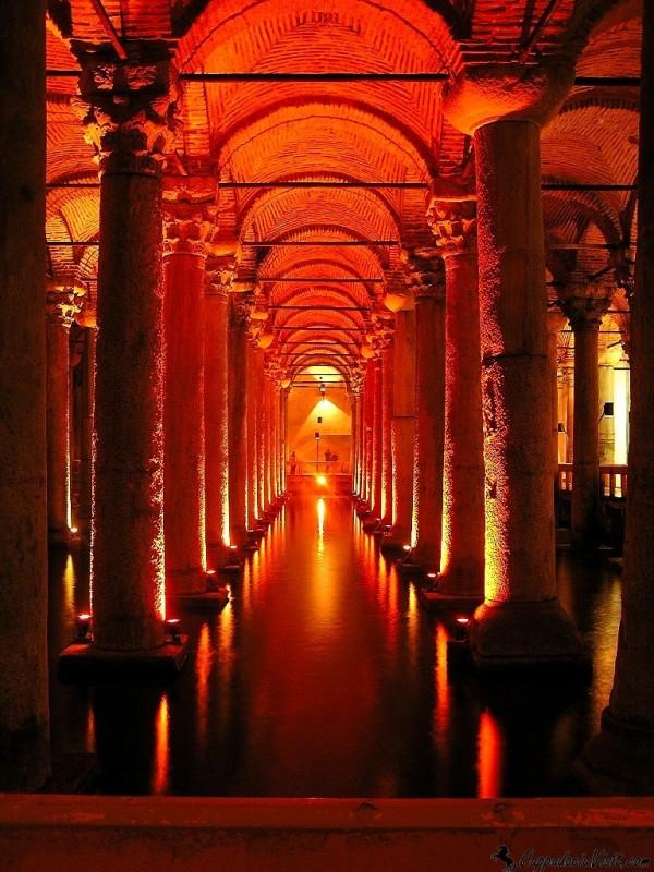 Подземный дворец Еребатан в Стамбуле
