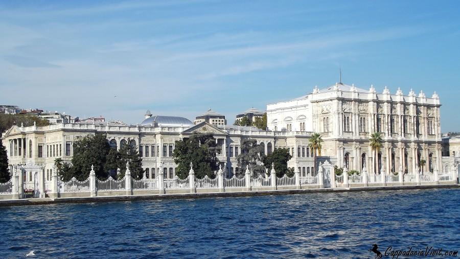 Дворец Долмабахче — Вид с Босфора