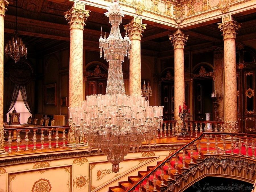 Хрустальная лестница - Внутренняя лестница дворца Долмабахче
