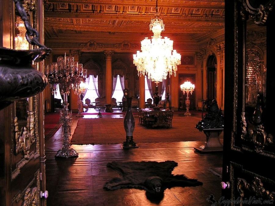 Зал послов (зал Сюфера) в Дворце Долмабахче