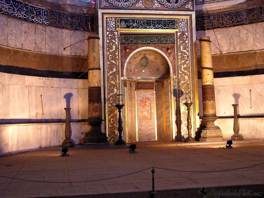 Михраб расположенный в апсиде