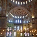Изысканный интерьер Голубой мечети поражает красотой и особенным сиянием