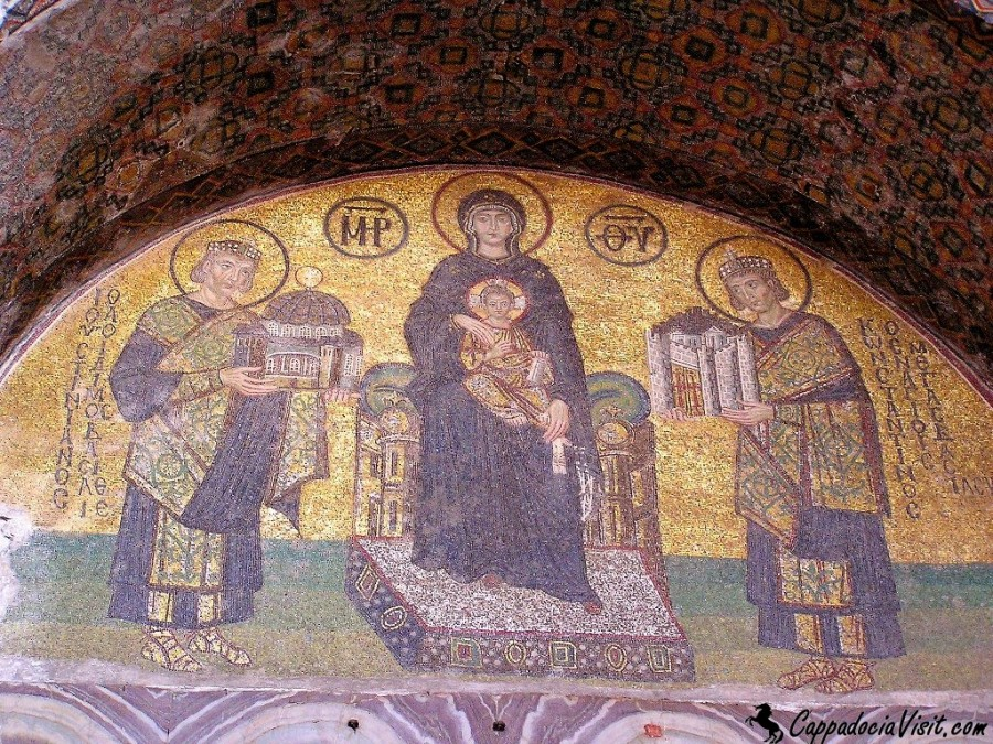 Юстиниан (слева), приносящий в дар Богородице собор Святой Софии и Константин приносящий город Константинополь