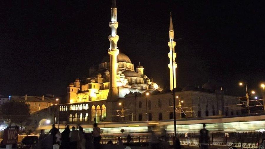 Новая мечеть (Йени Джами) ночью