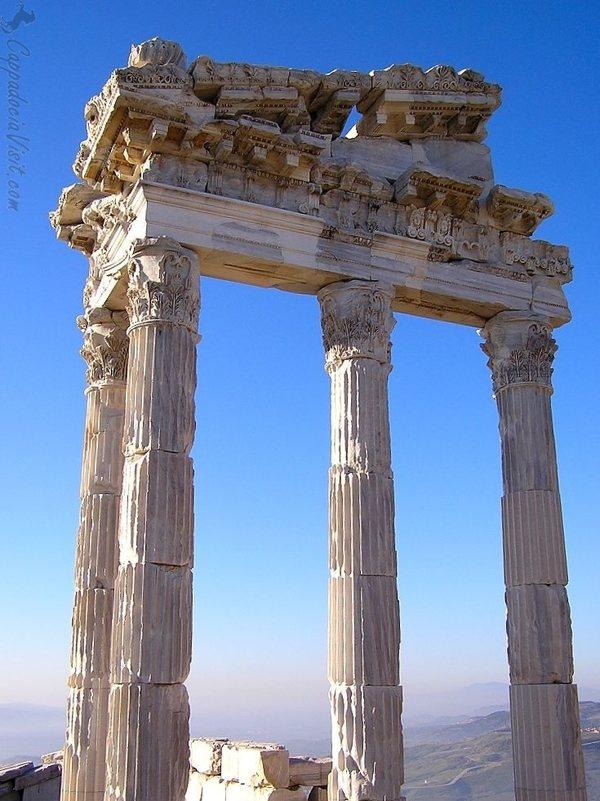 Храм Траяна на Акрополе