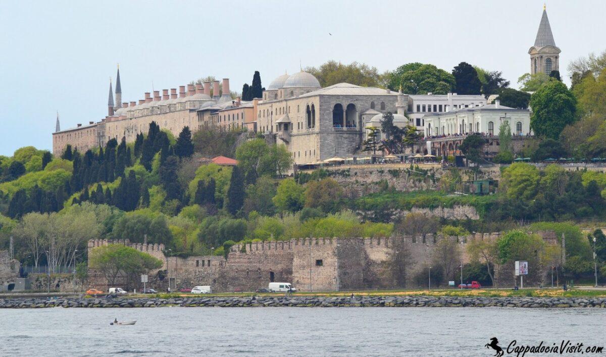 Султанский дворец Топкапы- вид с Босфора