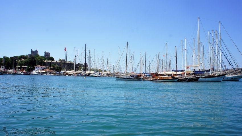 Яхты и Замок Святого Петра