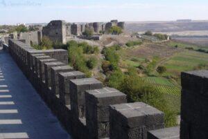 Вид на Сады Хевсель с Диярбакырской крепостю