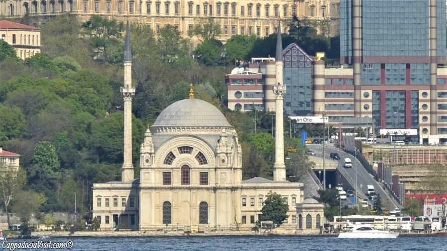 Мечеть Долмабахче (Безм-и-Алем Валиде Султан)
