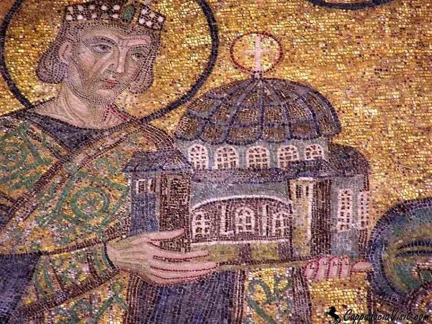 Мозаика в Соборе Святой Софии: Юстиниан, приносящий в дар Богородице храм