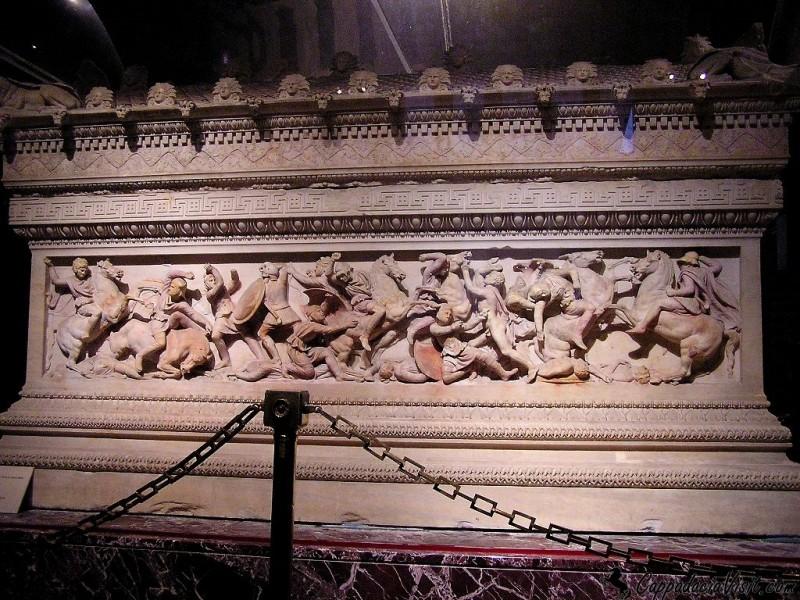 Саркофаг Александра Македонского (Сидонский саркофаг) в Археологическом музее Стамбула