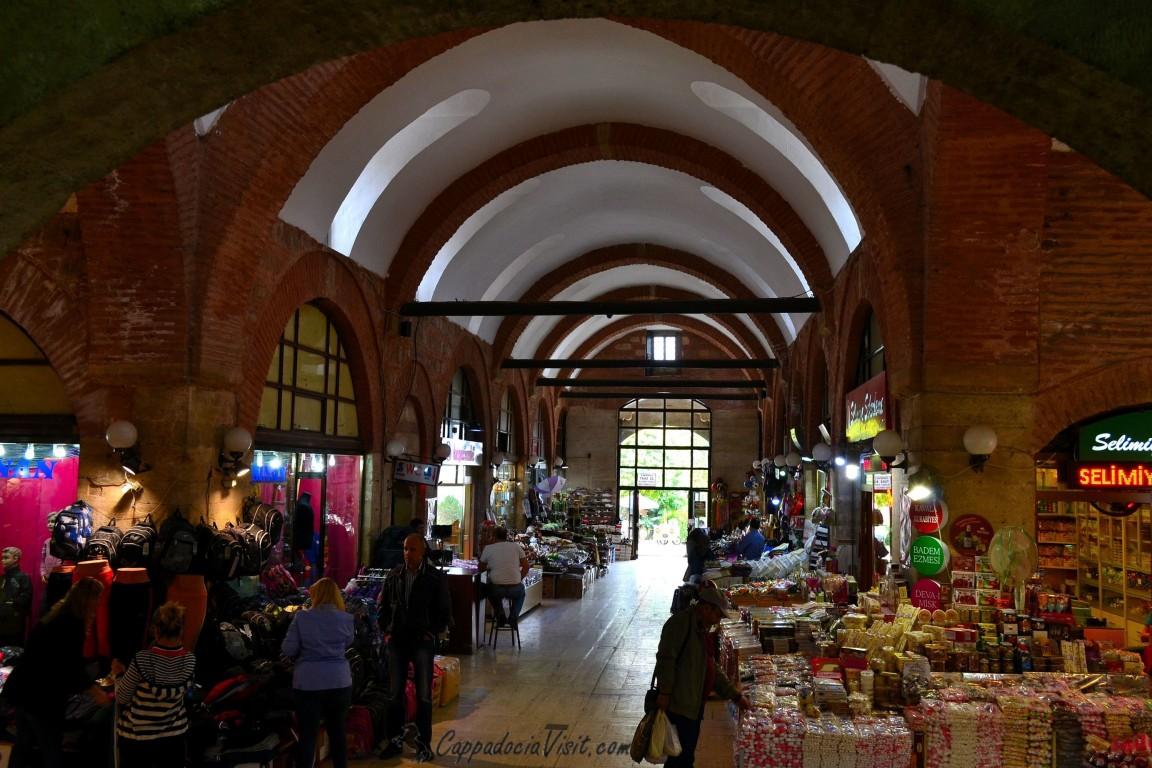 Крытый базар в дворе мечети Селимие