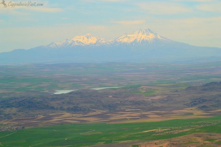 Как добраться до Каппадокии? Горы Хасан и Мелендиз - вид с самолета