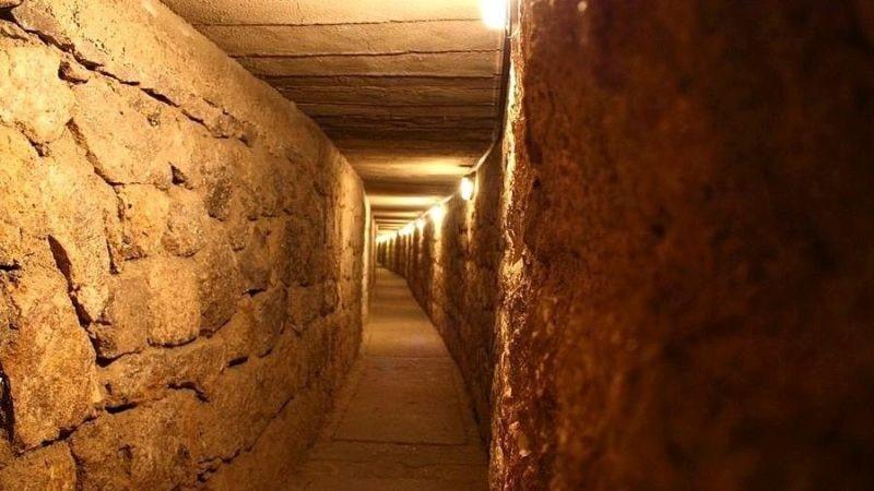 Стометровый коридор, ведущий вглубь кургана Мидаса