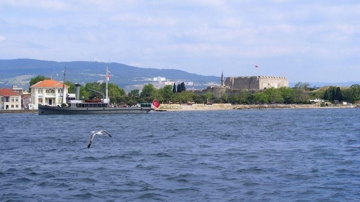 Крепость Чименлик и минный заградитель