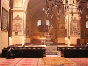 Интерьер мечети Улу в Бурсе