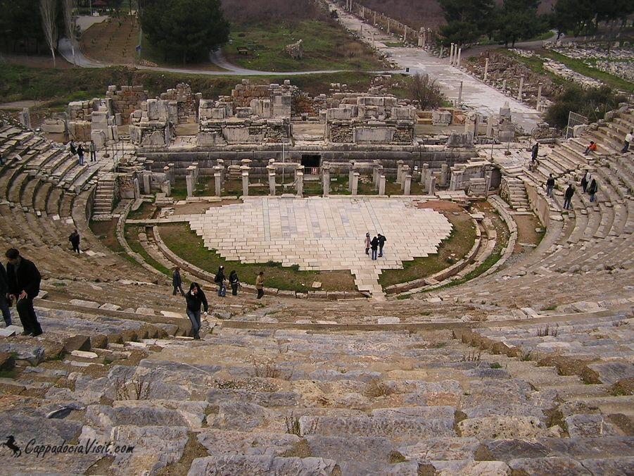 Театр Эфеса вмещавший до 25 тысяч зрителей